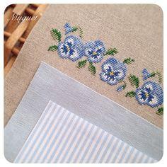 . 作品の布合わせをしました。 アクセントに大好きなストライプを 使おうと思っています(o'∀'o). . #刺繍 #クロスステッチ #パンジー #花 #ストライプ #布 #手芸 #ハンドメイド #手作り #embroidery #crossstitch #handwork #handmade #diy #fabric #flower #pansy