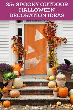 Turn your home into a haunted mansion with these DIY Halloween decorations. Not only are they cheap but these DIY Halloween decorations are easy to make. Deco Porte Halloween, Halloween Veranda, Casa Halloween, Halloween Front Doors, Outdoor Halloween, Farmhouse Halloween, Halloween College, Diy Halloween Door Decorations, Diy Halloween Dekoration