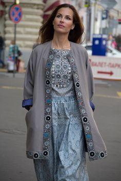 Кафтан и платье из шелка ручной работы.