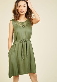 Back in the Seattle Dress. The moment you disembark from the plane in this olive green dress, your homecoming becomes one for the books! #green #modcloth