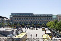 """Liège - façade actuelle de l'ancien """"Grand Bazar"""" - place St Lambert - divers commerces occupent encore l'emplacement..."""