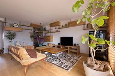 This Creative Japanese Apartment is a Space-Savvy Cat Haven! This Creative Japanese Apartment is a Space-Savvy Cat Haven! Japanese Living Rooms, Japanese House, Farmhouse Side Table, Farmhouse Kitchen Decor, Japanese Apartment, Shiga, Home Upgrades, Small Furniture, Cat Furniture