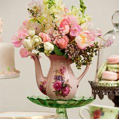 #decoração #casa #bule #vaso #buquê #flores #tulipas #rosas #didiscos #eucalipto #pastel #louça #romântico
