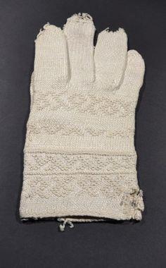 Fingervante linne - Twined knitted mitten from Sollerön in Dalarna, Sweden.