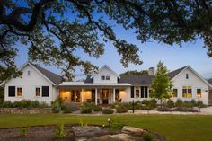 Architecture Home Elegant Farmhouse exterior