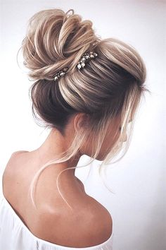 31 Drop-Dead Wedding Hairstyles for all Brides - high loose bun wedding updo ha. - 31 Drop-Dead Wedding Hairstyles for all Brides – high loose bun wedding updo hairstyles – - Medium Hair Styles, Short Hair Styles, Hair Styles For Formal, Ponytail Styles, Ideas For Hair Styles, Bun Styles, Hair Jewels, Christmas Hairstyles, Wedding Hair And Makeup