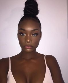 makeup for black women black girl makeup beauty makeup glam makeup for beginners looks for spring and prom and graduation makeup for glitter occasions. Highlight and eyebrows on fleek. Dark Skin Makeup, Dark Skin Beauty, Natural Makeup, Black Girl Makeup Natural, Black Beauty, Flawless Makeup, Glam Makeup, Hair Makeup, Beauty Makeup