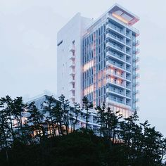 "RICHARD MEIER ""We are preparing to celebrate the official announcement later this Fall of the new Seamarq Hotel in Gangneung, South Korea.  This 390,000 SFT resort will…"""