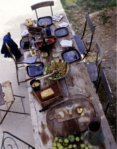 Dining Al Fresco Outdoor Dining, Outdoor Tables, Outdoor Spaces, Outdoor Decor, Dining Tables, Outdoor Ideas, A Well Traveled Woman, Deco Nature, Sweet Home