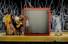 DAS NARRENSCHIFF // Tanzstück von Sven Grützmacher // mit Musik von Claudio Monteverdi, Heinrich Schütz u.a. - Uraufführung - // Inszenierung und Choreographie: Sven Grützmacher // Bühnenbild: Bodo Korsig // Kostüme: Gabriele Kortmann