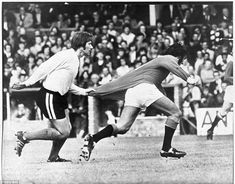 Fulham's Fred Callaghan demonstrates a novel way of keeping Manchester United's George Best in check during a friendly in August Manchester United Images, Manchester United Players, New York Cosmos, Fulham Fc, England Players, Bobby Charlton, Premier League Champions, West Bromwich, Soccer Quotes