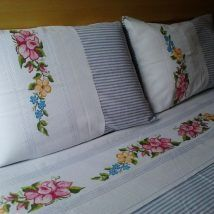 Looking for DIY Pillow Cover Ideas ? How To Make Pillows, Diy Pillows, Decorative Pillows, Hardanger Embroidery, Hand Embroidery, Embroidery Designs, Pillow Slip Covers, Bed Covers, Bed Sheet Curtains