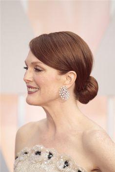 Un recogido bajo, peinado de Julianne Moore en Los Oscar