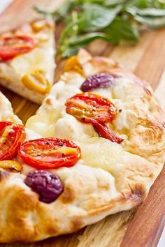The perfect day with stunning views from our terrace for crispy, delicious flatbreads and a glass of wine! Hawaiian Pizza, Beverly Hills, Terrace, Wine, Glass, Beautiful, Food, Balcony, Drinkware