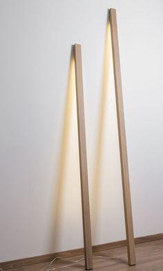Designer Stehlampe VOLIGE www.holzdesignpur The post Designer Stehlampe VOLIGE appeared first on Lampen ideen. Deco Luminaire, Modern Lamp Shades, Room Lamp, Desk Lamp, Table Lamp, Lampe Led, Wood Design, Lighting Design, Wood Projects