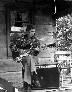 """Chet playing a Super Axe at an impromptu concert in Battlefield Park, Prairie Grove, Arkansas, September Chet named his new guitar """"Hot Strings"""" but Gretsch decided to market it as the """"Super Axe. Guitar Reviews, Chet Atkins, Vintage Electric Guitars, Country Artists, Gretsch, Music Stuff, Country Music, Rock N Roll, Good Music"""