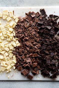 Use this as your complete guide for making homemade chocolate ganache. Chocolate ganache is a 2 ingredient recipe whose uses are virtually endless. Cheap Chocolate, How To Make Chocolate, Homemade Chocolate, Chocolate Bars, Baking Chocolate, Whipped Chocolate Ganache, Chocolate Frosting Recipes, Chocolate Desserts, Mousse