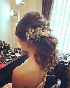 低めの位置で結ぶローポニーテールの花嫁ヘアカタログ | marry[マリー]