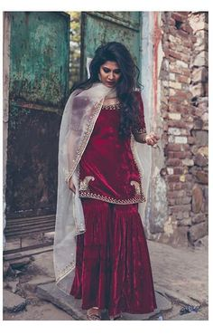 Maroon velvet dress with golden border Source by outfits Pakistani Dress Design, Pakistani Outfits, Indian Outfits, Sharara Designs, Kurti Designs Party Wear, Red Lehenga, Anarkali, Lehenga Choli, Lehenga Suit