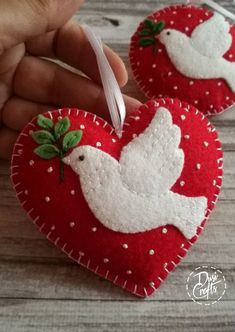 Handmade Christmas Decorations, Christmas Ornament Crafts, Felt Decorations, Christmas Sewing, Holiday Crafts, Bird Ornaments Diy, Felt Ornaments Patterns, Felt Christmas Stockings, Etsy Christmas