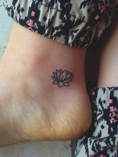 Aren't you thinking about something small yet classy? Something which looks beautiful. Small Tattoo Designs With Powerful Meaning as well? We know your