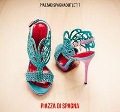 #scarpe #tacco #paciotti Da sempre specializzato in calzature di lusso, Cesare Paciotti ha disegnato per l'estate una linea esclusiva in cui un'estetica sofisticata e seducente si fonde con colorazioni vivaci e applicazioni di carattere.