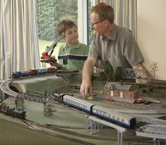 An overview of space planning for model railroad train layouts and types of space allocation for model train layouts. Ho Scale Train Layout, Ho Scale Trains, Model Train Layouts, Ho Model Trains, Ho Trains, Model Training, Electric Train Sets, Standard Gauge, Classic Toys