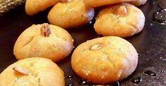 Συνταγή της Τζένης Τσαναξίδου Υλικά 1/2 φλιτζ. τσαγιού νερό250 γρ. βούτυρο2 κρόκοι αυγών1/2 κουτ. γλυκού αμμωνία διαλυμένο σε 2 κουτ. σούπας γάλα4 κουτ.σούπας σιμιγδάλι ψιλό450 γρ. αλεύρι110 γρ. ζάχαρηαμυγδαλάκι Για το Σιρόπι1 1/2 φλιτζ. τσαγιού ζάχαρη1 φλιτζ. τσαγιού νερό1 βανίλια1 κουτ. γλυκού χυμό λεμονιού Εκτέλεση Βράζουμε την ζάχαρη με το νερό για 4 λεπτά. Χτυπάμε […] The post Παραδοσιακοί Κουραμπιέδες Κοζάνης appeared first on otselementes. Candies, Hamburger, Deserts, Sweets, Bread, Blog, Gummi Candy, Candy, Brot