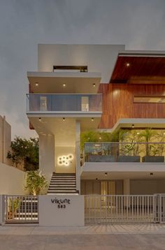 Modern Exterior House Designs, Dream House Exterior, Modern House Design, Exterior Design, 3 Storey House Design, Bungalow House Design, House Front Design, Home Stairs Design, Home Building Design