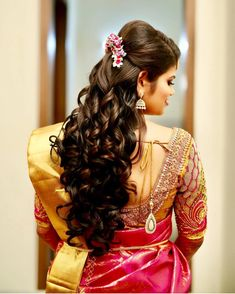 💖Getting Ready Shots Like These😍 Bridal Hairstyle Goals 😇 . Bridal Hairstyle For Reception, Simple Bridal Hairstyle, Bridal Hair Buns, Bridal Hairdo, South Indian Wedding Hairstyles, Bridal Hairstyle Indian Wedding, Wedding Hair Down, Saree Hairstyles, Mom Hairstyles