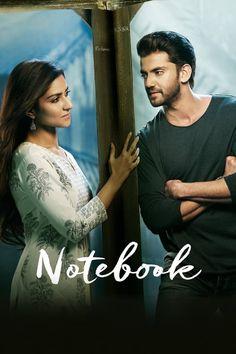 Notebook Armádní důstojník ve výslužbě Kabir se stává učitelem v Kašmíru ve škole, která je v mizerném stavu. Věci naberou otáčky, když Kabir najde deník, který tam nechala učitelka Firdaus z předchozího roku. Movies 2019, Hd Movies, Movies To Watch, Movies Online, Movie Tv, First Love Again, Latina, Becoming A Teacher, Tv Series Online