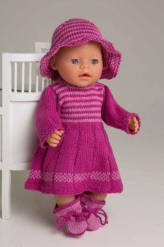 Kjole og hatt - Viking of Norway Knitted Doll Patterns, Baby Boy Knitting Patterns, Knitted Dolls, Doll Clothes Patterns, Free Knitting, Baby Born Clothes, Girl Doll Clothes, Pet Clothes, Girl Dolls