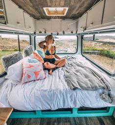 Makes living in a campervan look so comfortable! I love this interior with all of the windows! Looks like a great adventure. Makes living in a campervan look so comfortable! I love this interior with all of the windows! Looks like a great adventure. Van Life, Vans, Glamping, Kombi Home, Bus Living, Bus House, Van Interior, Interior Ideas, Camper Life