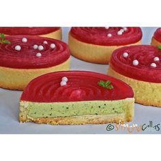 White Chocolate & Matcha & Pomegranate Tartlets - an incredible combo 💕💕 #instafood #instacake #pastry #pastrylove #pastrylife #sweet #tartshell #tartlet #matcha #matcharecipes #pomegranate #ontheplate #onthetable #dessert #design #delicious #beautiful #delight #red #green #mousse #tart #teatime #fiveoclockpastry #foodphotography #foodgram #flavors #heaven #chefsofinstagram #love