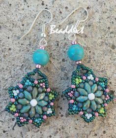 SD Star earrings. Beaded by Beaddict. Seed beads, superduo beads, drucks.