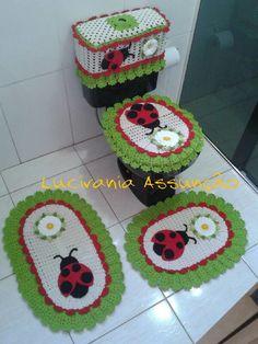 jogo de tapetes joaninha Crochet Hooks, Free Crochet, Knit Crochet, Crochet Doily Patterns, Crochet Doilies, Unique Presents, Bathroom Sets, Fall Crafts, Baby Toys