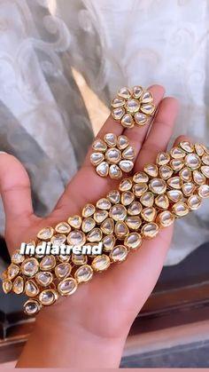 Indian Jewelry Earrings, Indian Jewelry Sets, Jewelry Design Earrings, Antique Jewellery Designs, Fancy Jewellery, Gold Jewellery Design, Marriage Jewellery, Kundan Set, Bridal Bangles