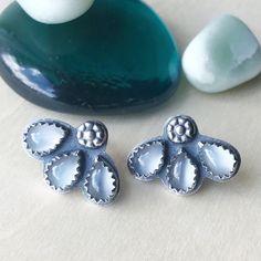 Wear 'em to a wedding, wear 'em to run errands... these sweet little studs can do it all!