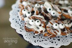 Halloween mummy pretzel recipe: Easy and so cute!