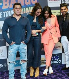 Famous Indian Actors, Indian Celebrities, Indian Actresses, Pakistani Dress Design, Pakistani Dresses, Salman Katrina, Sajid Khan, Katrina Kaif Photo, Bollywood Cinema