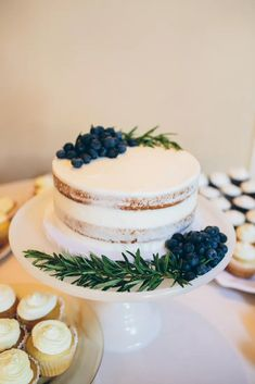 Single Tier Naked Cake with Blueberries and Rosemary 1 Tier Cake, Three Tier Cake, Single Tier Cake, Tiered Cakes, Fruit Wedding Cake, Wedding Desserts, Wedding Favors, Pretty Cakes, Beautiful Cakes