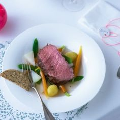 ESSEN & TRINKEN - Roastbeef mit Brezenkruste Rezept Steak, Food, Aioli Recipe, Beef Fillet, Meat Rubs, Roast Beef, Beef, Easy Meals, Food And Drinks