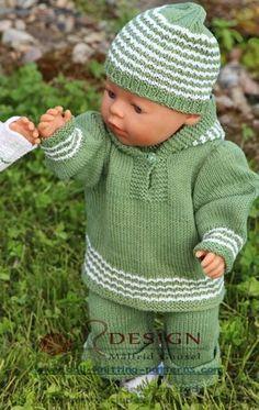 Jeg hadde flere nøster med grønt bomullsgarn liggende og begynte derfor en dress til Mikkel