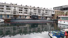 """sottomarino """"parcheggiato"""" al Porto Antico di Genova"""