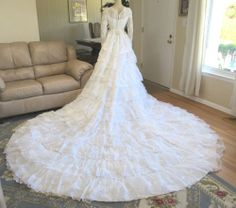 Vtg 50s White Lace Wedding Dress with 9 ft TRAIN size XS/ S ladies size 6