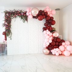 So inspired! Look at the chrome balloons Are those rose gold chrome-like balloons we see? Cant get enough of these colours Balloons by Wall by Flowers by Birthday Party Decorations, Party Themes, Wedding Decorations, Party Ideas, Balloon Backdrop, Balloon Garland, Balloon Cake, White Backdrop, Pink Balloons