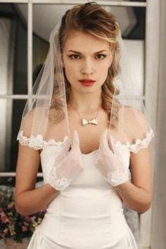 Sale Bridal Wedding Light Ivory / White Short Veil One Layer Tulle Wedding White Lace Edge Pearls