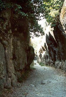 Cluse muerta de la Ciudad Encantada (Cuenca). Relieve jurásico.