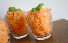 Marre du traditionnel melon à manger à la cuillère avec l'éternel jambon fumé? Voici la recette du granité au melon, frais et original pour vos ...