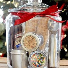 Add a personal touch to your Christmas gifts this year with these unique DIY Christmas Gift Baskets. There are over a hundred gift basket ideas for everyone on your Christmas list Inexpensive Christmas Gifts, Christmas Gift Baskets, Family Christmas Gifts, Diy Gift Baskets, Handmade Christmas Gifts, Christmas Fun, Xmas, Christmas Gift Exchange Games, Corporate Gift Baskets